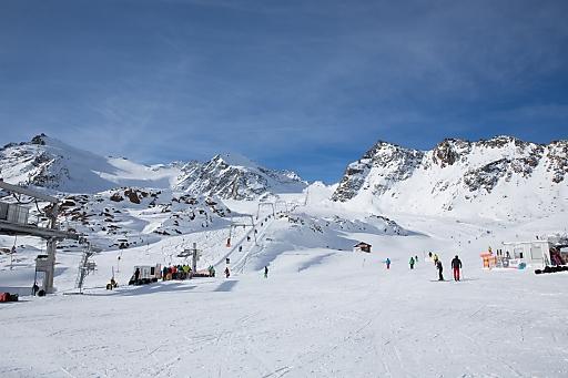 So wie hier am Pitztaler Gletscher nutzten Wintersportler auf den fünf Tiroler Gletscherskigebieten die Gelegenheit, um die Wintersaison zu eröffnen.