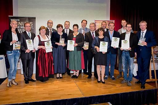 http://www.apa-fotoservice.at/galerie/6133 v.l.n.r.: Andrea Knura (Hrsg. Genuss Guide), Gebhard Baumann (Nah&Frisch), Aloisia Bischof (Aloisia Mehlspeis & Kaffeestubn), Martin Karlo (Fleischerei Martin Karlo), Christa Kammerhofer (Most & Kost), Ottmar Tschürtz (Der Tschürtz – Dein Dorffleischhauer), Anna Marksteiner (Most & Kost), Martin Kromer ('s gsunde Körberl Bioladen Kromer), Martin Fiedler (Bio-Fiedler), Klaudia Fiedler (Bio-Fiedler), Karl Trummer (Trummer Fruchtsäfte), Christian Pöhl (Pöhl am Naschmarkt), Joseph Weghaupt (Joseph – Brot Vom Pheinsten), Rene Reitzel (Die Genussquelle Rosalia) und Willy Lehmann (Hrsg. Genuss Guide)