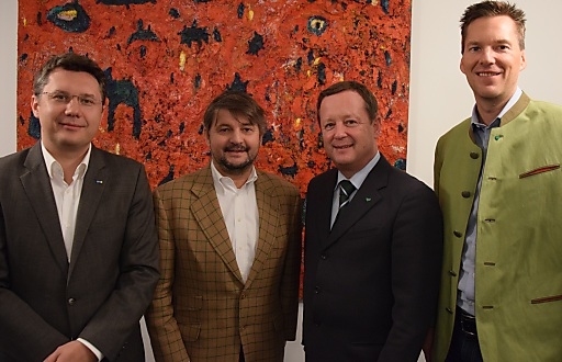 Im Bild v.l.n.r.: Dr. Markus Gratzer (ÖHV-Generalsekretär), Erwin Paierl (ÖHV-Landesvorsitzender), Erich Neuhold (GF Steiermark Tourismus), Hofrat Mag. Ingo List (Leiter Tourismusreferat Steiermark)