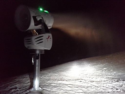 Die Beschneiungsanlagen sind bereits in Betrieb und schneien sooft es geht.