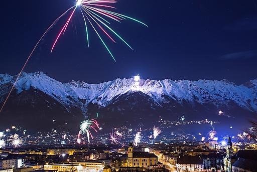 Innsbrucker Bergsilvester 2015 - strahlender und<br /> prächtiger kann das Neue Jahr nicht begrüßt werden.