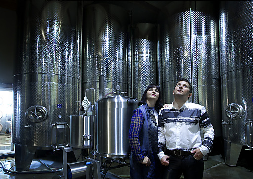 Tanklager mit Personen Robert und Mariatta