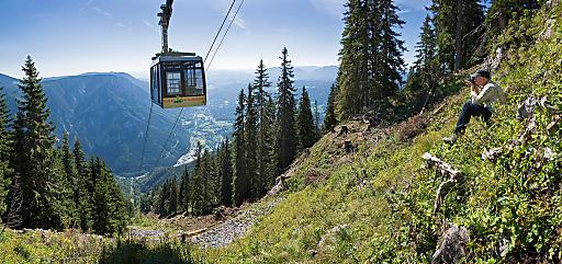 Aufstieg per Seilbahn auf das weitläufige und aussichtsreiche Plateau der Raxalpe