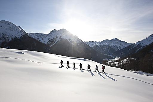 Schneeschuhtour oberhalb des Schellen-Ursli<br /> Dorfes Guarda