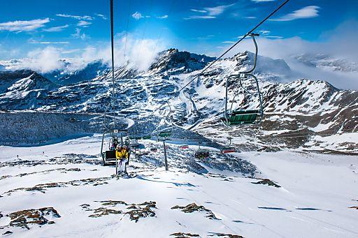 Sonnenskilauf am Mölltaler Gletscher
