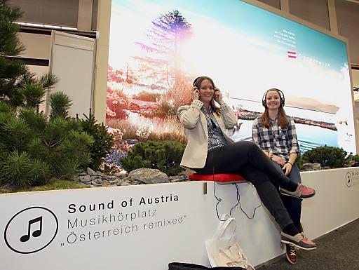 Musikhörplätze am Stand der Österreich Werbung auf der ITB in Berlin