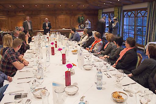 Vertreter der Wirschaftskammer Tirol und die Geschäftsführer bedankten sich bei den langjährigen Mitarbeitern.