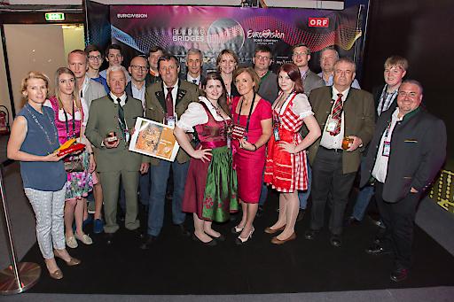 Gemeinsam mit Obfrau Margareta Reichsthaler (Mitte) durften die VertreterInnen der GenussRegionene inen Blick hinter die Kulissen des Eurovision Song Contest 2015 werfen.