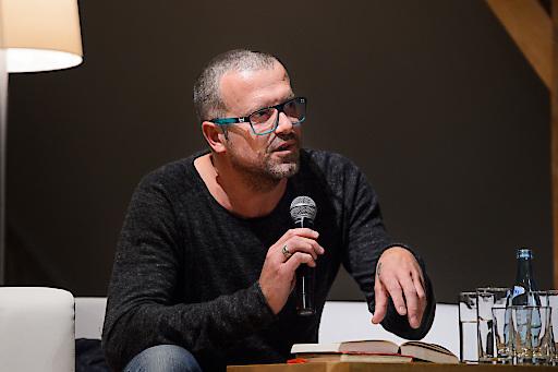 Bestsellerautor Bernhard Aichner eröffnete die achensee.literatour 2015.