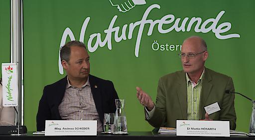 Mag. Andreas Schieder, Vorsitzender der Naturfreunde Österreich, forderte neue, klare gesetzliche Regelungen für BikerInnen auf Forststraßen, die in ganz Österreich gelten sollen; DI Martin Höbarth, Landwirtschaftskammer Österreich, konnte dem nichts abgewinnen.