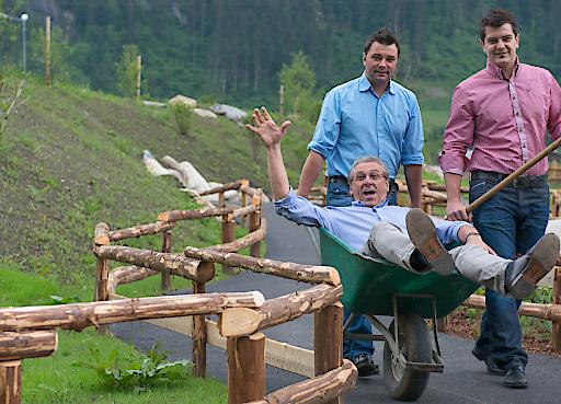 Die Familie Kröll eröffnet ihren SchauBauernhof und das GENUSSlöffeln in der SchauSennerei am Weltmilchtag