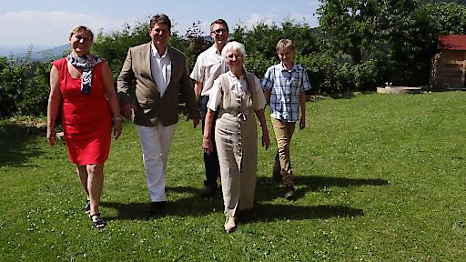 Familie Tessmann bei den Feierlichkeiten zu 30 Jahre Biolandhaus Arche - es kamen viele Weggefährten, Gäste, Seminarleiter, Einheimische zum Gratulieren