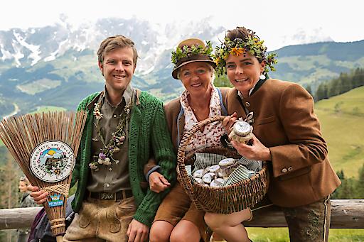 Sepp Schwaiger mit den Meilinger-Ladies von der Steinbockalm am Hochmais.