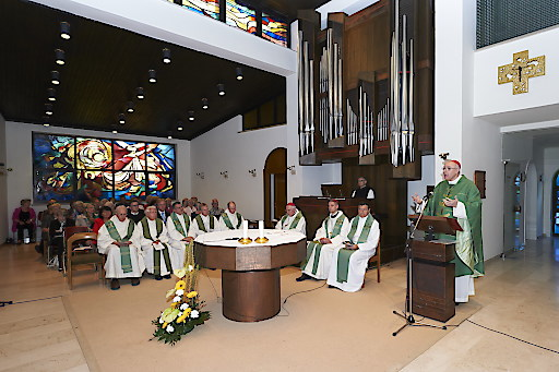 Festgottesdienst mit Diözesanbischof Dr. Ägidius Zsifkovics in der Klosterkirche Marienkron anläßlich des 60. Jubiläums der Abtei