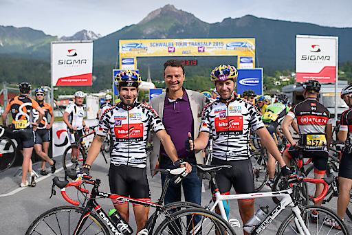 Gut angekommen im Heimatort - das Radteam von Imst Tourismus mit Geschäftsführer Michael Mattersberger