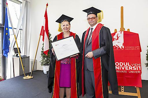 Die MODUL University Vienna hat die Nationalratsabgeordnete und ehemalige Wirtschaftskammer Wien-Präsidentin Brigitte Jank die Würde einer Ehrensenatorin verliehen. Unter Janks Präsidentschaft wurde die MODUL University am Kahlenberg gegründet, sie selber hatte den Vorsitz des Universitätsrates der internationalen Privatuniversität der Wirtschafskammer Wien in der Zeit von 2007 bis 2014 inne. Jank wurde damit für ihre Verdienste in der Gründungsphase der MODUL University Vienna geehrt und ist somit die erst zweite Würdenträgerin der höchsten Auszeichnung der Universität.