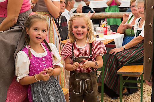 Schon die danz Kleinen feiern den Bauernherbst in der Salzburger Sportwelt
