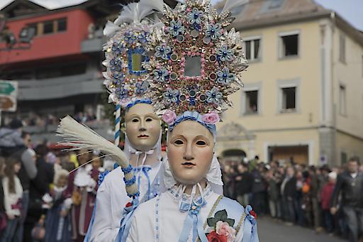 Der Roller verkörpert den Frühling und ist eine der Hauptfiguren der Fasnacht. Sein Kopfputz ist im Gegensatz zu seinem Partner, dem Scheller, zierlicher und in helleren Farben gehalten, die Gesichtszüge feiner und die Lippen oft geprägt von einem leisen Lächeln.