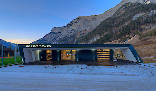 """Das """"autohaus"""" - die neue Eventlocation speziell für Autopräsentationen des Hotel Gut Brandlhof"""