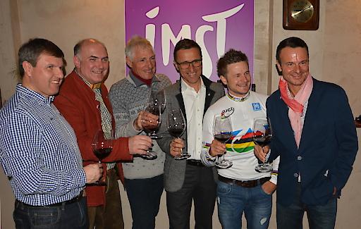 Radsportlegende Francesco Moser präsentierte in der Radsport- und Genussregion Imst seine neuesten Weinkreationen. Die Ferienregion Imst hat sich in den letzten Jahren zu einer der führenden Tiroler Radsportdestinationen entwickelt. Alleine 2016 finden 4 bedeutende Großveranstaltungen statt.