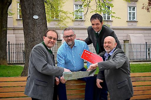 Im Bild v.l.n.r. Bürgermeister Johann Holzmann (Alm-Obmann), Markus Danninger (Reitverband Mühlviertler Alm, Marketing), Bürgermeister Alois Reithmayr (Vorsitzender Tourismusverband Mühlviertler Alm) (hinten) und Franz Rockenschaub (Vorsitzender-Stellvertreter Tourismusverband Mühlviertler Alm/ Hotel Rockenschaub) (vorne)
