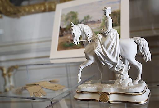 Statuette - Reithandschule - Bild Schloss Sassetot