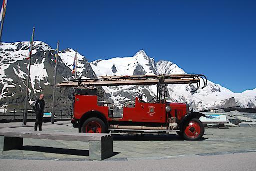Absolutes Highlight - Löschfahrzeug Marke Austro Fiat (Baujahr 1931) der Freiwilligen Feuerwehr Ried im Innkreis.