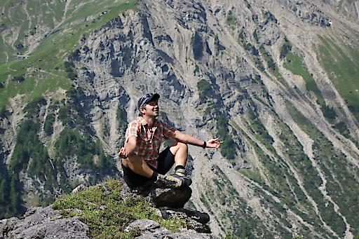 Die Ruhe der Bergwelt verführt und inspiriert auch Wanderführer Martin.