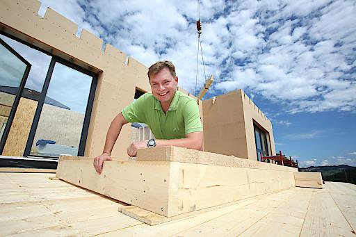 Buchner Holzbaumeister ist der Mühlviertler Spezialist für ökologischen Holzbau. Im Bild: Geschäftsführer Christian Buchner.