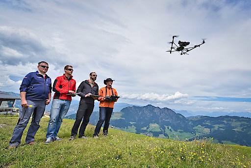 """Forscher werden Drohnenflüge durchführen und Kinder erfahren, was es mit den """"grünen Pistenraupen"""" auf sich hat."""