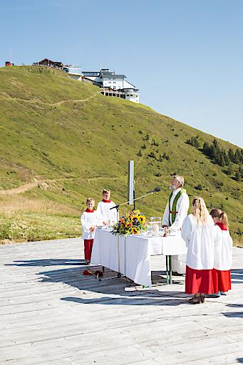Prof. Ambros Aichhorn eröffnete das Bergfest mit der traditionellen Schmitten Bergmesse.