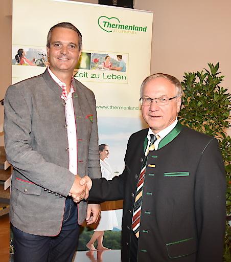 Mag. Gernot Deutsch (Obmann Themenland Steiermark) und Bgm. Josef Ober (Obmann Steirisches Vulkanland) stellen die Weichen für die gemeinsame Zukunft