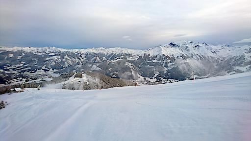 Die Vorbereitungen auf der Schmitten laufen auf Hochtouren. Alle Wintersportler, die schon in den Startlöchern stehen, dürfen sich auf den 18. November freuen! Dann nehmen die ersten Liftanlagen den Skibetrieb auf.