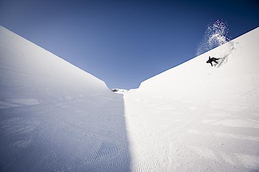 Kathrin Gappmayr in der Superpipe am Kitzsteinhorn, die Megaröhre ist 160 Meter lang und die Wände 6,6 Meter hoch.
