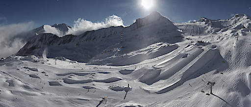 Der Kitzsteinhorn Snowpark bietet schon jetzt im frühen Winter mit Glacier Park, Easy Park und der aktuell wohl einzigen Superpipe weltweit ein einzigartiges Freestyle-Angebot
