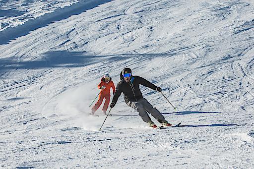 Hermann Maier und Alexandra Meissnitzer zogen gewohnt schnelle Schwünge über die Hermann-Maier-Weltcupstrecke im snow space Flachau.