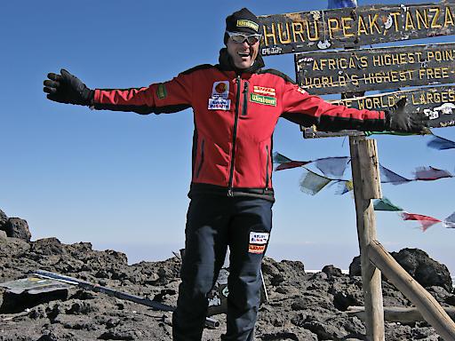 """Der Extremradsportler Wolfgang Fasching ist mehrfacher Buchautor sowie Vortragender und Seminarleiter zum Thema """"Mentale Stärke"""". Er stand auf den 7 höchsten Gipfeln der Welt wie hier am Kilimandscharo."""