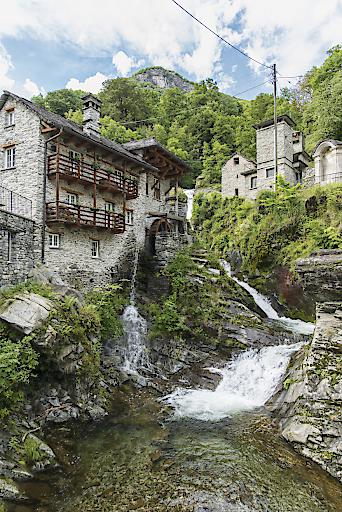 Schweiz. ganz natürlich. Onsernonetal (Mühle, Seilbahn, Alp Salei) in Vergeletto, Ticino.