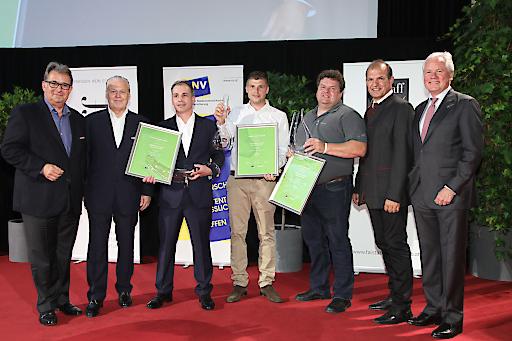 https://www.apa-fotoservice.at/galerie/9318 Im Bild v.l.n.r.: Peter Moser (Chefredakteur Wein Falstaff Verlag), Wolfgang Rosam (Herausgeber Falstaff Verlag), Josef Wannemacher (2. Platz Falstaff Grüner Veltliner Grand Prix 2017), Mathias Ruttenstock (1. Platz Falstaff Grüner Veltliner Grand Prix 2017), Meinhard Forstreiter (3. Platz Falstaff Grüner Veltliner Grand Prix 2017), Otto Auer (Vizepräsident der Landwirtschaftskammer Niederösterreich), Dr. Hubert Schultes (Niederösterreichische Versicherung)