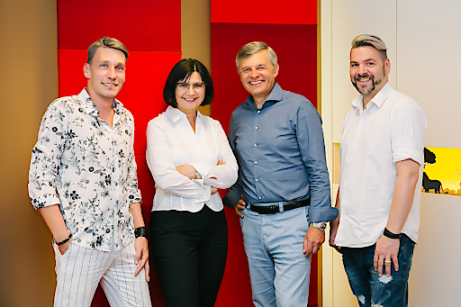 """Mit einer eigenen Angebotsschiene für homosexuelle Reisende erschließt Ruefa eine neue Zielgruppe. Die Pauschalreisen bieten ein Komplettpaket, das vom """"gay friendly"""" Hotel über den Flug bis zum Mietauto auf die Wünsche und Bedürfnisse der Gay-Community zugeschnitten ist. Als Kick-Off wird sich Ruefa als erstes österreichisches Tourismusunternehmen an der Regenbogenparade mit wehenden Fahnen beteiligen und am Samstag, den 17. Juni 2017 im Marsch für mehr Toleranz und Rechte um den Ring ziehen."""