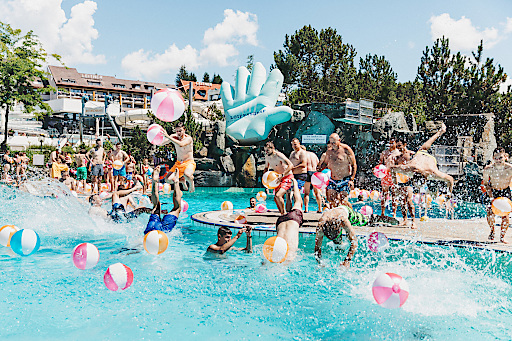 Bild family summer in der therme loipersdorf for We are water