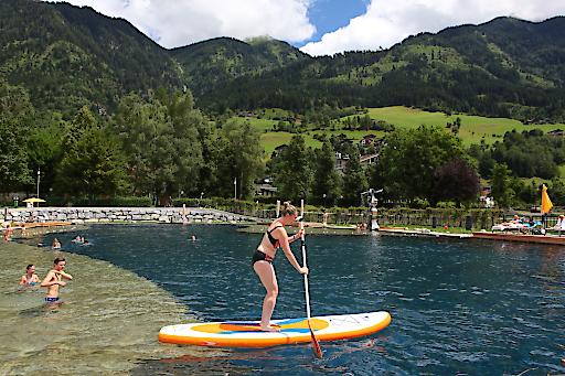 Stand Up Paddeln beim Eröffnungsfest in der Alpentherme Gastein