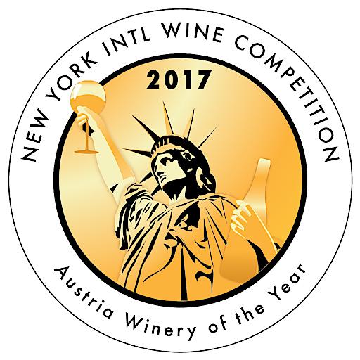 """Beim international renommierten Weinwettbewerb """"New York Wine Competition"""" traten mehr als 1.300 Weine aus 23 Ländern gegeneinander an. Der KTI konnte mit seinem eleganten, fruchtigen Duft gepaart mit dem harmonischen Geschmack eines vollreifen, wuchtigen Veltliner-Reserve Weines die hochkarätige Fachjury überzeugen."""