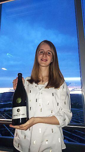 """Top Auszeichnung für Jungwinzerin Katharina Baumgartner bei der """"New York Wine Competition"""" mit Doppelgold für ihren Grünen Veltliner Premium 2016 KTI."""