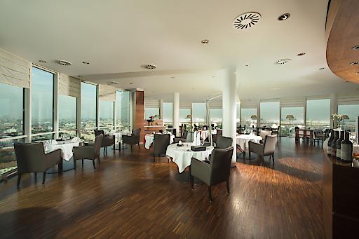 """Unter dem Motto """"eine kulinarische Reise zum Vollmond"""" bietet das Restaurant """"dasTURM"""" ein 6-gängiges Gourmetmenü am Montag den 07. August 2017 inklusive kommentierter Weinverkostung mit einem österreichischen Vollmond-Winzer an."""