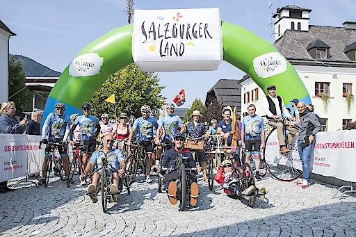 Start zur Charity-Ausfahrt am Samstag bei herrlichem Rennrad-Wetter, gemeinsam mit Handbikern und der Delegation aus der Fahrrad-Geburtsstadt Mannheim mit ihren historischen Rädern.