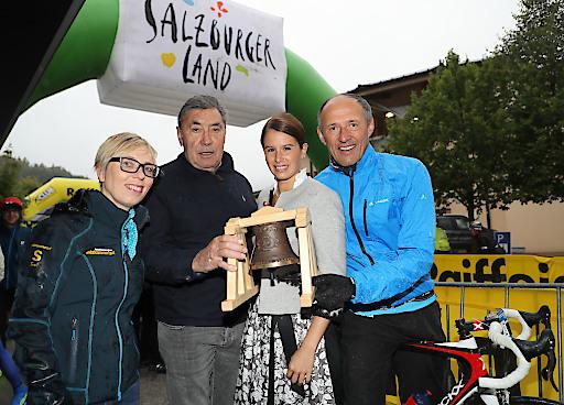 Der Eddy Merckx Classic Radmarathon 2017 wurde am Sonntag durch Schirmherr und Jahrhundert-Radrennfahrer Eddy Merckx persönlich eingeläutet.