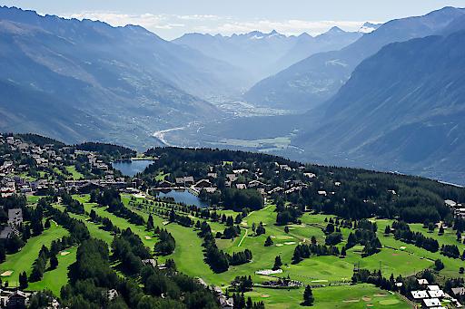 Zukunftweisend war die Eröffnung des höchstgelegenen 18-Loch-Golfplatzes der Welt im Jahre 1908 durch Sir Henry Lunn. Crans-Montana entwickelte sich in der Folge zum wahren Golf-Paradies.