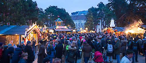 Weihnachtsdorf am Campus der Uni Wien