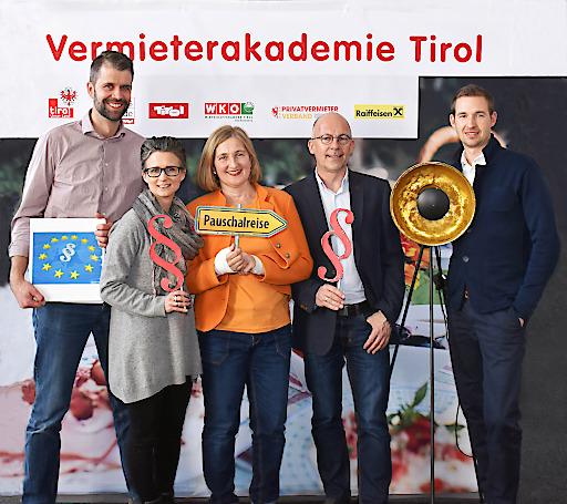 Präsentieren die neuen Seminarangebote: (v.l.) Norbert Schöpf (Produktmanager Tourismus / WIFI Tirol), Katrin Perktold (Verband der Tiroler Tourismusverbände), Sabine Pinggera (WK Tirol), Anton Habicher (Landes-Tourismusabteilung) und Manuel Lampe (fundus).
